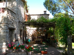 villa il bacio del lupo Italy Rent this villa in Perugia. Yoga retreats and teacher trainings.